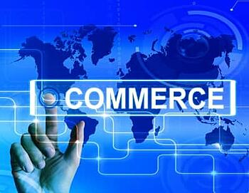 person pointing to a search engine bar displaying the word commerce